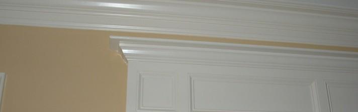Moulures de plafond , cadrage de porte